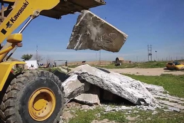 Islamic State terrorists used heavy-duty vehicles to move reliefs outside and drop them from a height